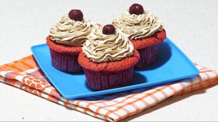 Briose cu Capsuni Ziua Indragostitilor / Valentine's Day Strawberry Cupcakes!