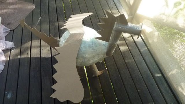 Crafty Cow Creations: how to make a dragon pinata-- 2 coats paper mâché and cardboard over a balloon, then tissue paper