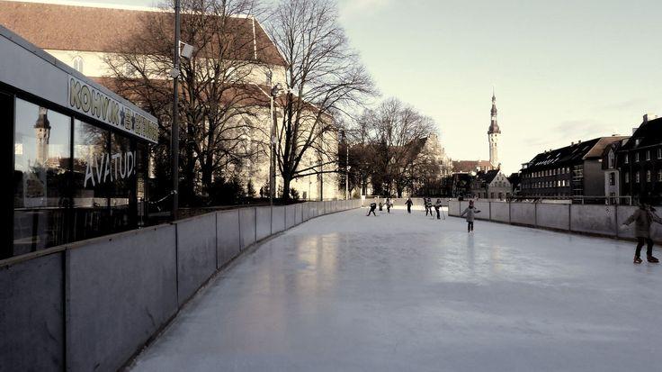 un petit patinoire rue Harju à Tallinn