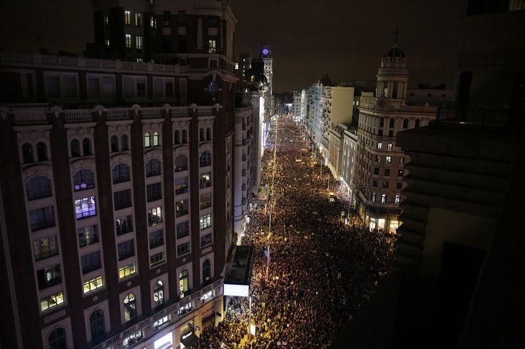 La manifestación feminista recorre la Gran Vía para acabar en Plaza de España. Madrid (8 març 2018)