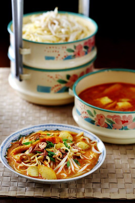 Rohani's Mee Kari Recipe A uniquely Malaysian favourite that is equally popular on the streets and in the home kitchen - See more at: http://www.hungrygowhere.my/food-guide/recipes/rohanis-mee-kari-recipe/
