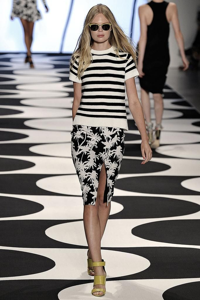 Nicole Miller Spring 2015 Ready-to-Wear - Collection - Gallery - Look 1 - Style.com. Stripes worn with Palm print