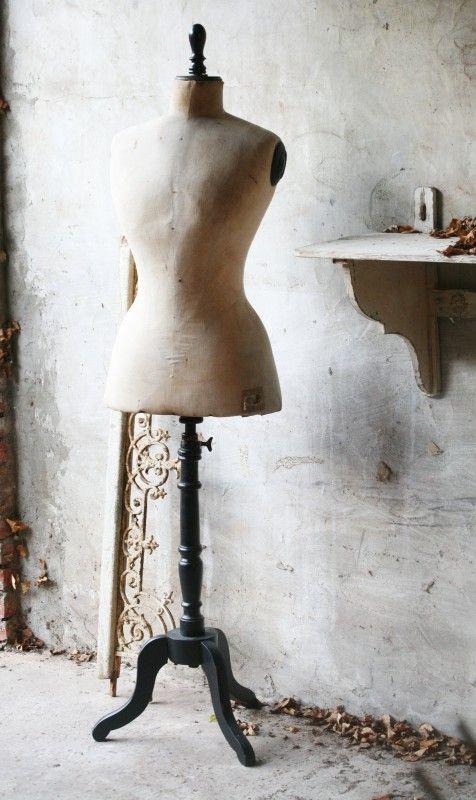 Antieke wespentaille paspop VERKOCHT | - Verkocht....... | Brocante Webshop