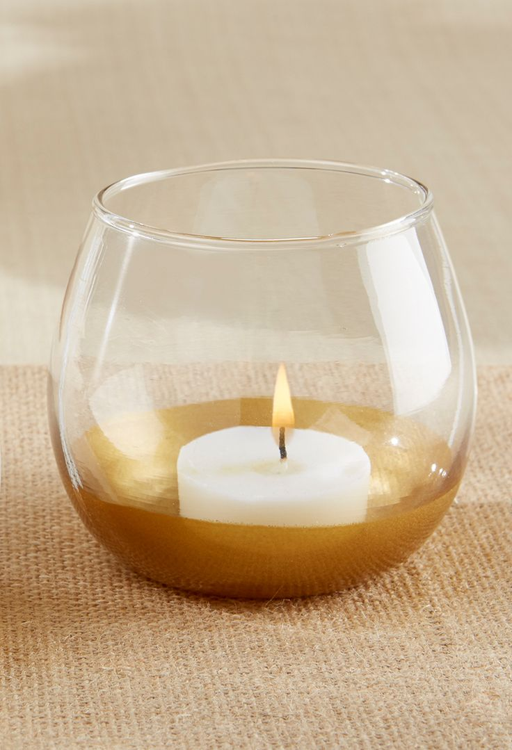 This Gold-Dipped Glass Votive Holder is perfect for placing on guest tables at your modern romantic wedding! | Gold Dipped Glass Votive | My Wedding Favors