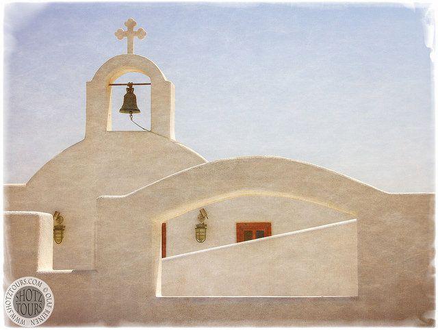 Greek Orthodox Chapel near Pyrgos, Santorini. © SantoriniPhotoTours.com / Olaf Reinen