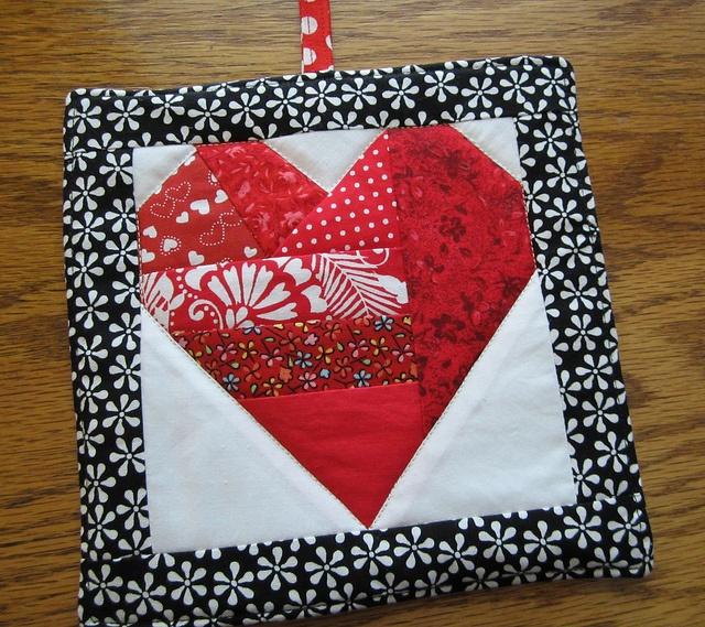 Resize to mug rug black and white border, white background and full-size red heart heart potholder