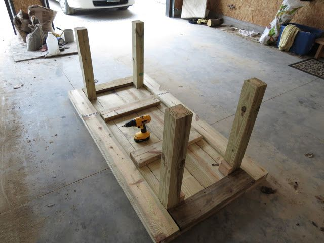 DIY Simple Patio Table Details