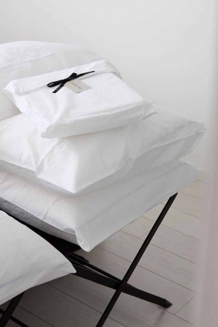 Homevialaura | Balmuir Maggiore percale cotton bed linen | white bedroom