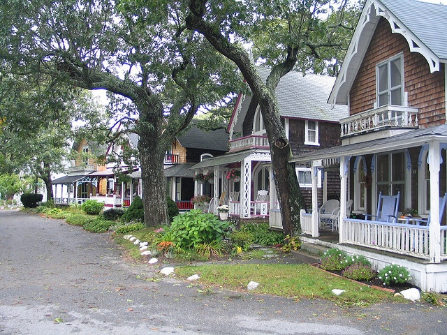 2004-09-27 Martha's Vineyard, MA - Oak Bluffs - 03 by QuiteLucid, via Flickr