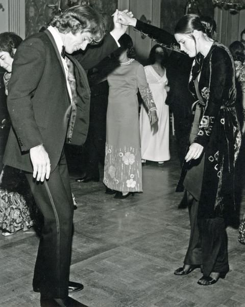Ryan O'Neal dancing with Ali MacGraw at Studio 54 while working on Love Story // aka So Much Coke