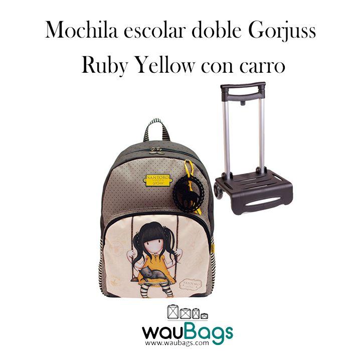 """Consigue la Mochila escolar doble Gorjuss con carro con el diseño """"Ruby Yellow"""", por tan solo 69€!!  Con un amplio compartimento principal y un bolsillo con cremallera en la parte frontal para llevar tus cosas más importantes a mano.  Dispone de tira superior para fijar la mochila al carrito y cinta con velcro para sujetarla en la parte inferior.  @waubags.com #gorjuss #santorolondon #mochila #adaptable #mochilaconcarro #escolar #cole #vueltaalcole #papeleria #waubags"""