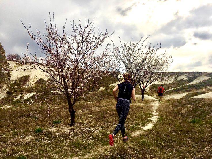 Cappadocia Ultra Marathon Trail Camp with Ultra Trail World Champion Gediminas Grinius #Ultratrail #gediminasgrinius #cappadocia #tunning #fitness #fitgirl #cappadociaultramarathon #nurcanarican #monthlyfitnessmag www.monthlyfitness.com