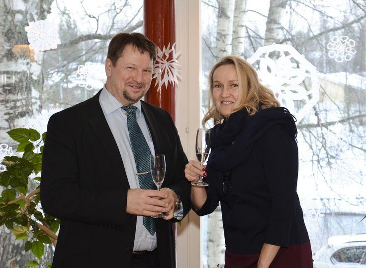 Lounasta odotellessa kilistelevät Ulla Broms Askolasta ja Salapauksen Pekka Jalava