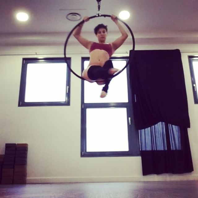 --Beginner hoop combo-- Join my aerial classes at @le_studio_francoise : -aerial stretch >> tuesday 13:45 -aerial conditioning >> tuesday 18:30 -hoop level 1 >> tuesday 20:30 -hoop level 2 >> Friday 17:30  #outfit: @bestrongbesexyhavefun  #aerialdance #aerialclass #hoop #aerialhoop #lyra #cerceauaerien #cercleaerien #cercle #fluidity #hoopcombo #beginner #conditioning #untypicalworkout #athletesetdanseursatypiques #francoise #studiofrancoise #hoopclasses #paris