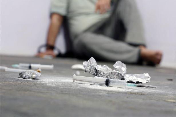 Лечение солевой зависимости — это крайне необходимая мера для спасения жизни. Соль – это наркотик, который моментально начинает оказывать пагубное влияние на психику и разрушать головной мозг. Употребление на протяжении нескольких месяцев может повлечь за собой инвалидность и даже смерть. Позвоните в центр реабилитации «Вита» по номеру 8 (800)707-11-75 и мы обязательно поможем вам.
