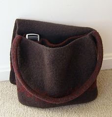 Felted Messenger Bag by Claudia Olson, free Ravelry pattern, knit