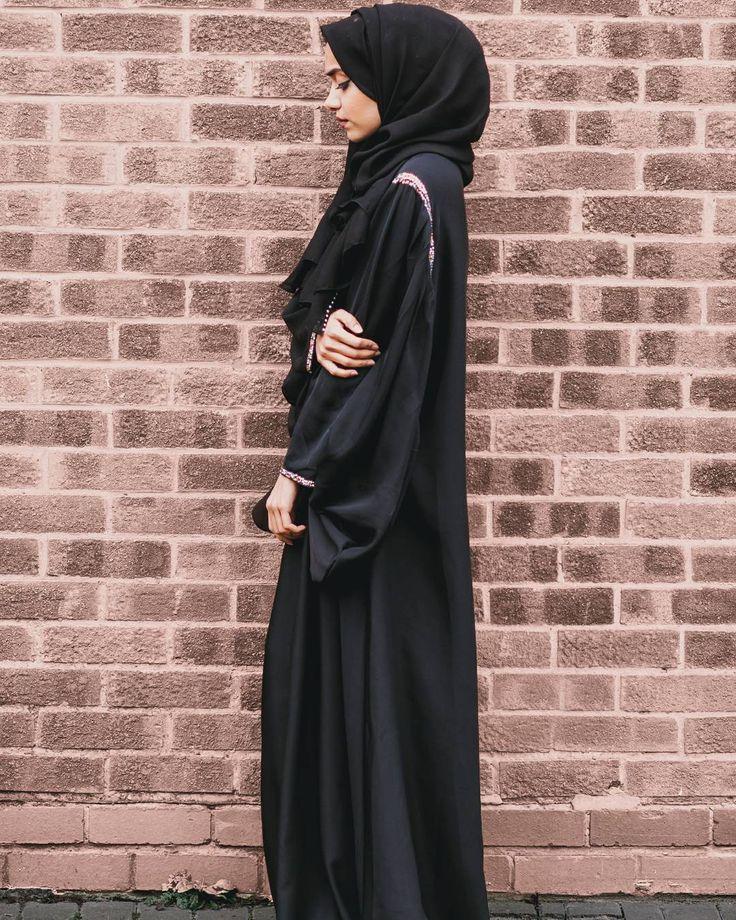 Pinterest: @eighthhorcruxx. Black abaya. @taslim_r on insta