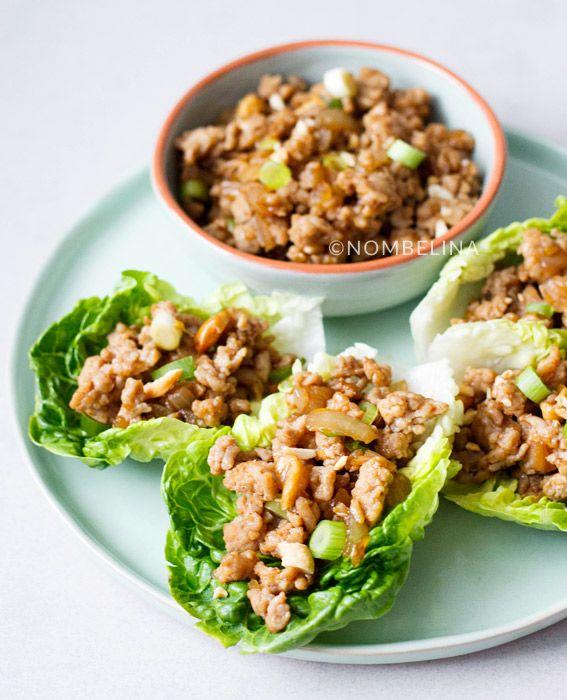 Chinese sla wraps gevuld met kip. De slablaadjes maken de wraps lekker fris en zijn erg lekker samen met de vulling van kip, chilisaus en cashewnoten.