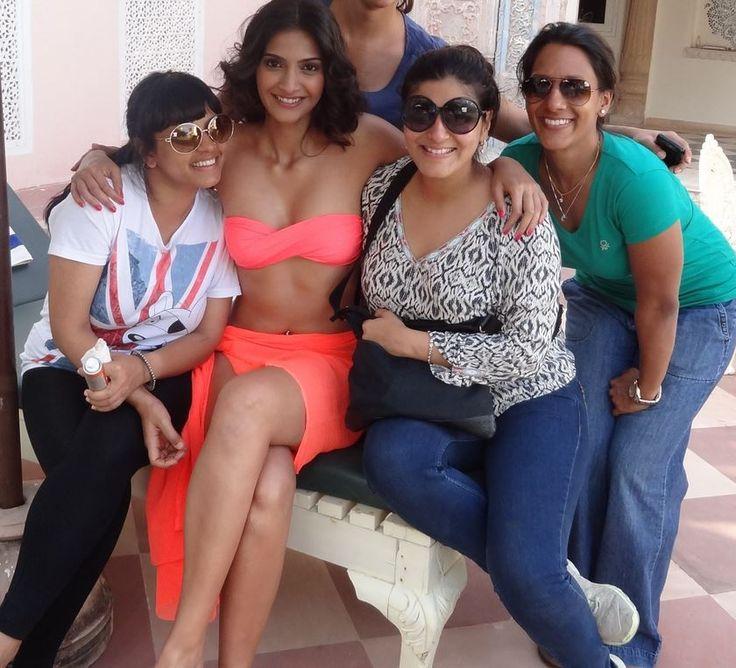 Hot Sonam Kapoor in Pink