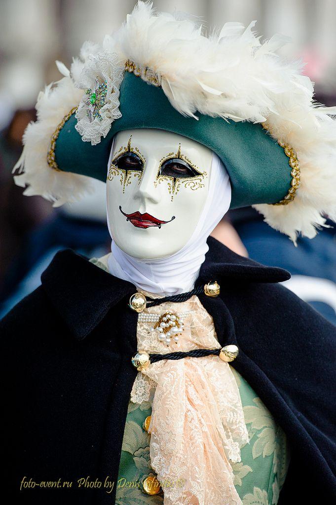 . Simplistic Venetian Carnival Mask design. #mask #venetianmasks #masquerade http://www.pinterest.com/TheHitman14/art-venetian-masks-%2B/
