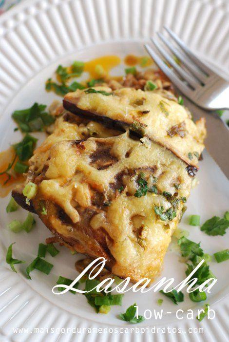 Lasanha low-carb de berinjela, recheada com cogumelos e molho de carne