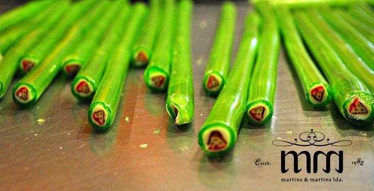Rebuçados Fantasia de Eucalipto alusivos à Casinha de Santana- Madeira!  Prontos a partir de forma artesanal.  www.martinsemartins.com