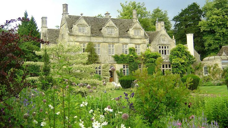 Discover the stunning Cotswolds countryside and excellence in customer care at Barnsley House Hotel. Book a luxury stay with Pride of Britain Hotels.