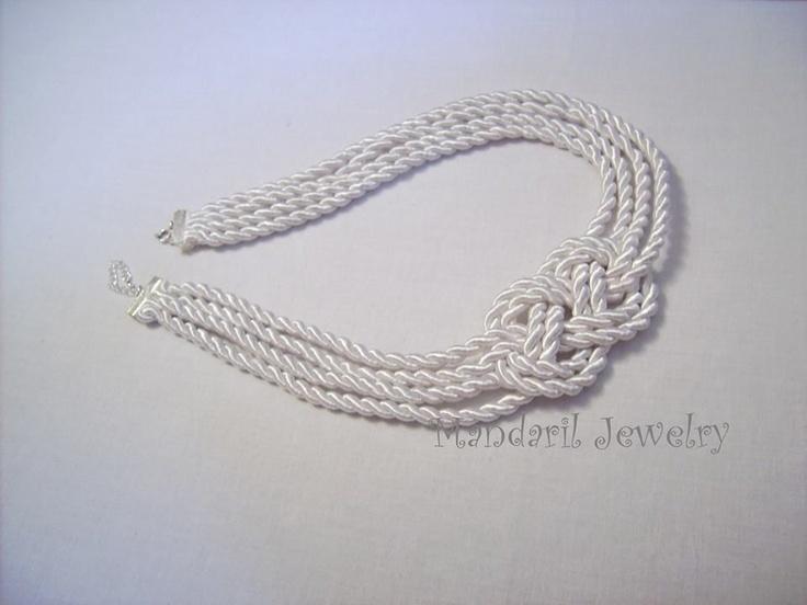 Fehér nyaklánc tengerészeknek by http://www.breslo.hu/mandaril/shop