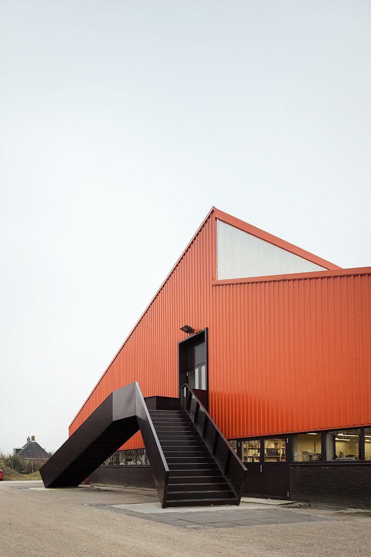 monadnock-interior-office-of-the-royal-tichelaar-factory-the-netherlands-designboom-02