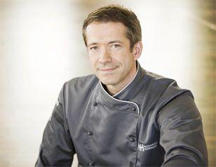 """Alexander Herrmann, der fränkische Sternekoch, führt ein Restaurant in Wirsbach, ist Buchautor und beliebter TV-Koch z.B. bei der ZDF-""""Küchenschlacht""""."""