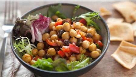 Recept voor Marokkaanse kikkererwtensalade.