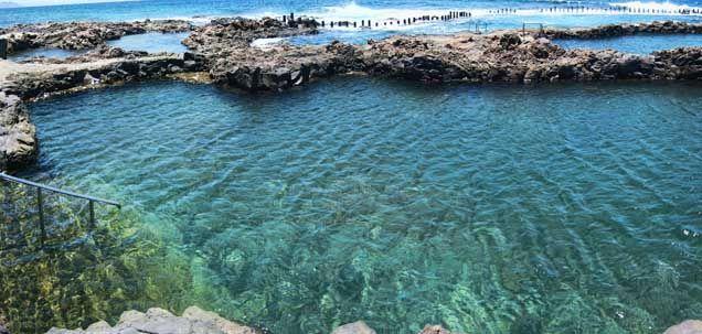 La Isla de Gran Canaria posee numerosos encantos para disfrutar de unas maravillosas vacaciones, algunos de ellos son las piscinas naturales, lugares parad