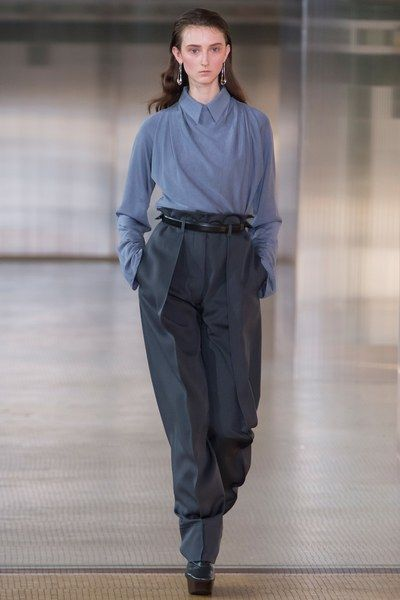 See the complete Lemaire Fall 2017 Ready-to-Wear collection.