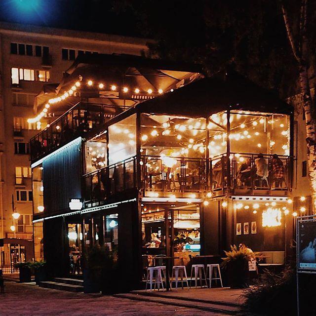 Good night Łódź 🌔 night... night... .  .  .  .  .  .  .  .#szczyptasmaq#urbanarhitecture#streetfood#restaurant#restauracja#goodvibes#goodnightworld#night#lodz#łódź#travel#traveling#travelgram#tasteintravel#polska#poland#vscopoland#vscopl#vscopoland#vsconight#nightlife#dokigastrobar#omd#olympusomd5#olympusomd5markii