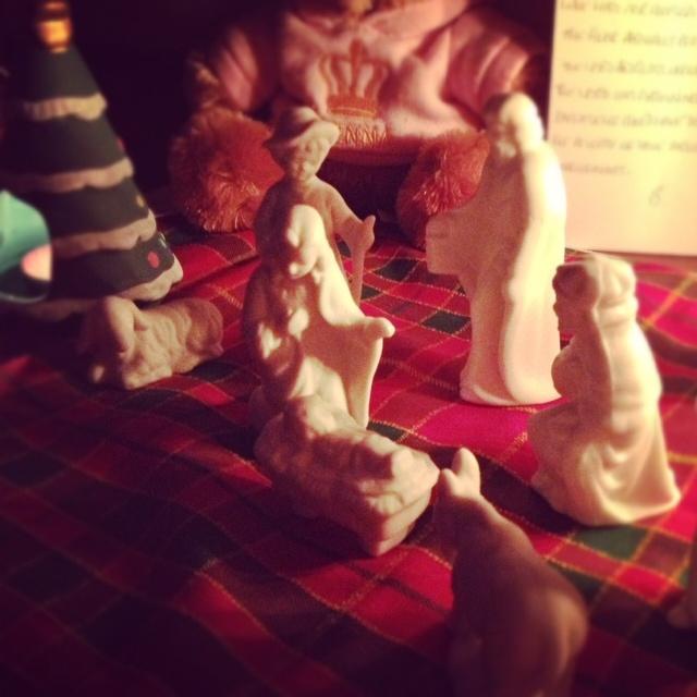 【アインスタッフ】島崎 【ひとこと】クリスマスのディスプレイは、年々お気に入りが増えていきます。これは陶器で作られた、キリスト降誕のシーンです。キャンドルを灯すとここだけは神聖な空気が流れるような気がします。