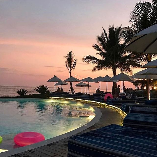 Pink sky at night ✨Komune Beach Club #keramas  by @louiscarreon #balibible #thebalibible #mybalibible #komunebeachclub #keramas #beachclub #resort @komunebali