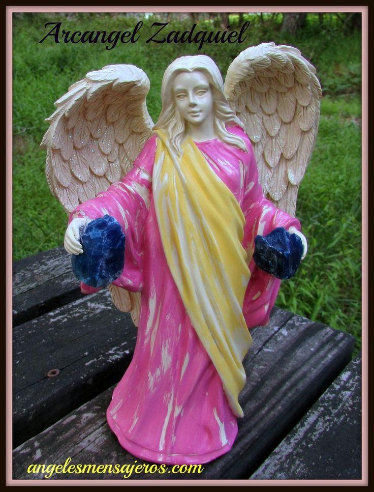 Arcangel Zadquiel con piedras  de cuarzo azul indigo,angel con cuarzos, cuarzo azul, angel venta,angel zadquiel