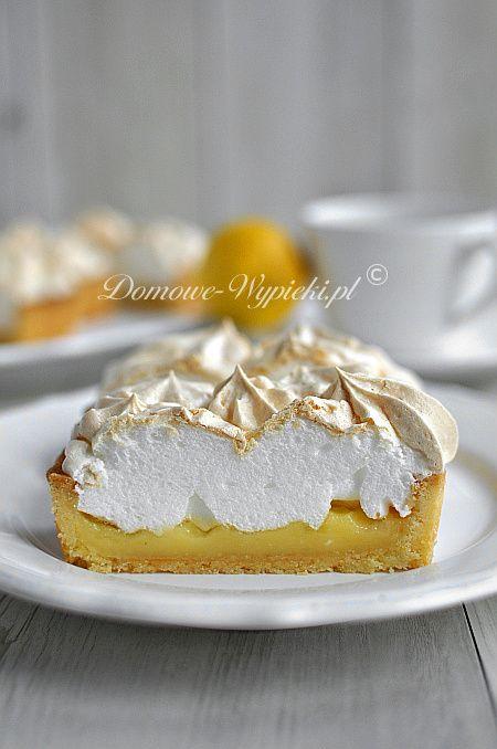 Mocno cytrynowa, a zarazem mocno słodka tarta z cytrynowym kremem budyniowym, przykryta grubą warstwą bezowej pianki. Cytrynowy krem lemon curd...