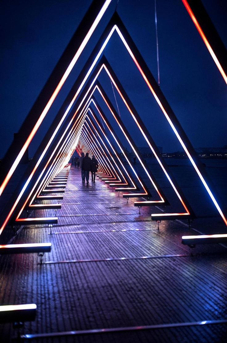 Lightinstallation 'The Wave' at Ofelia Plads, Copenhagen. During #FrostFestival #spottedbymissdesignsays @missdesignsays