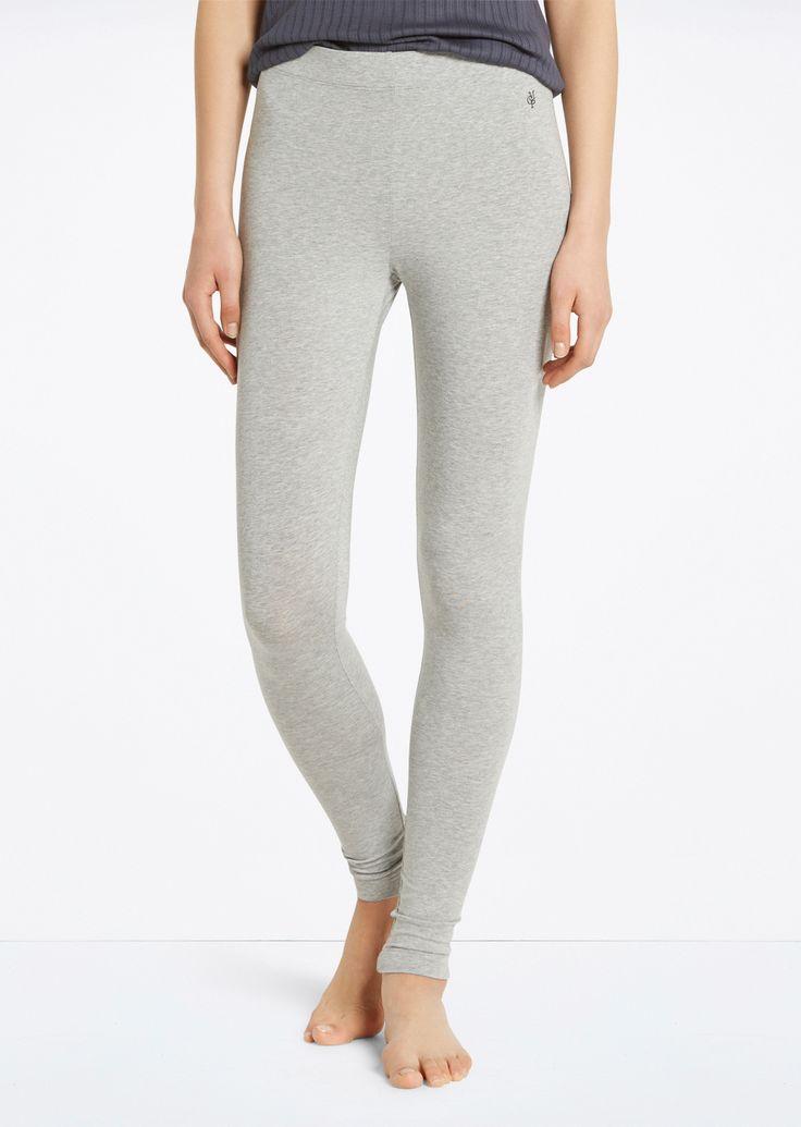 Lounge legging  Description: Deze comfortabele lounge legging is gemaakt van katoen en modaal. De broek is elastisch en heeft een zachte haptiek.  Price: 39.95  Meer informatie  #Marc OPolo