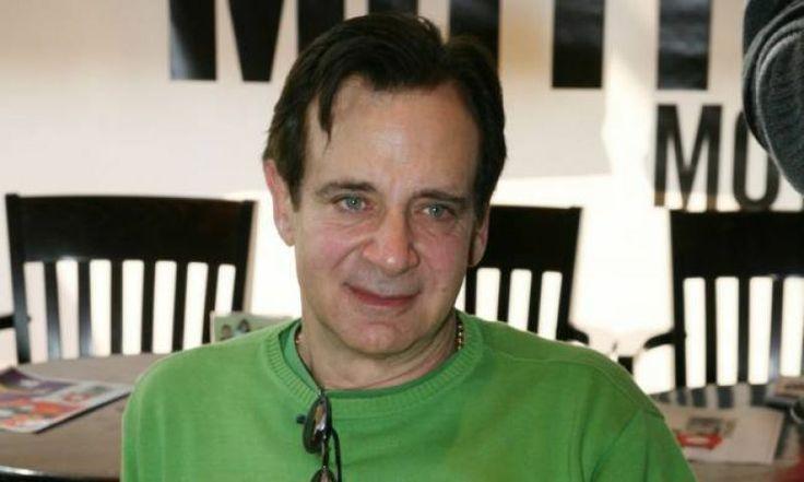 Ο Αλέξανδρος Αντωνόπουλος στο Thesout: «Πρέπει να υπάρχεις στη τηλεόραση, για να υπάρχεις στο θέατρο»