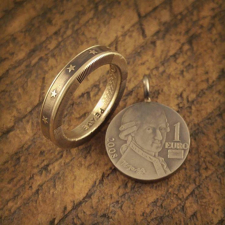 1ユーロバイメタル貨の金色のスター部分をコインリングにして中心のモーツァルトが描かれた銀色部分は丸カンをロウ付けしてトップ加工  七不思議の夜中の音楽室的な感じで夜になったらモーツァルトの目が光ったり動き出すかも #coinring #coinjewelry #ring #1euro #handmade #star #eternity #silversmith #mozart #austria