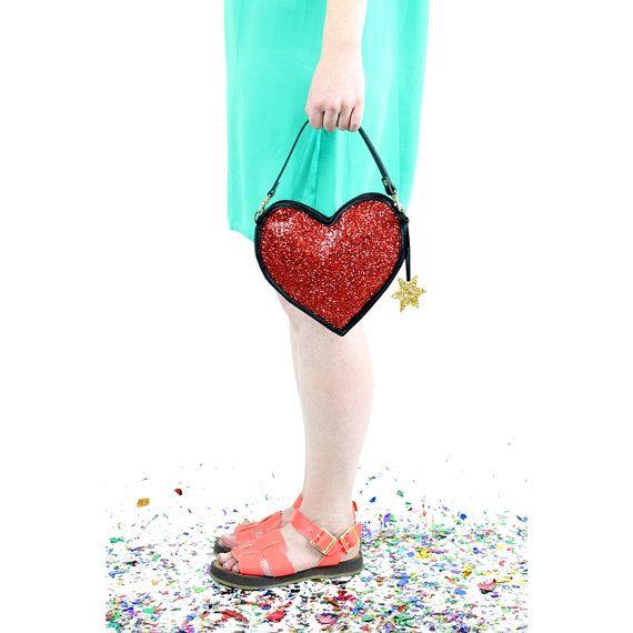 Glitter rosso cuore frizione borsa di LunaontheMoon su Etsy