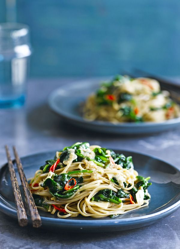 Chilli spinach noodles with sesame dressing - a quick an easy recipe to make for a healthy midweek meal. It's ready in just 20 minutes.