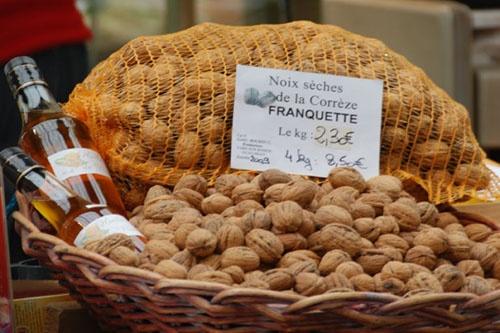 Noix de Corrèze au marché de Brive-la-Gaillarde #YesYouAre #Limousin