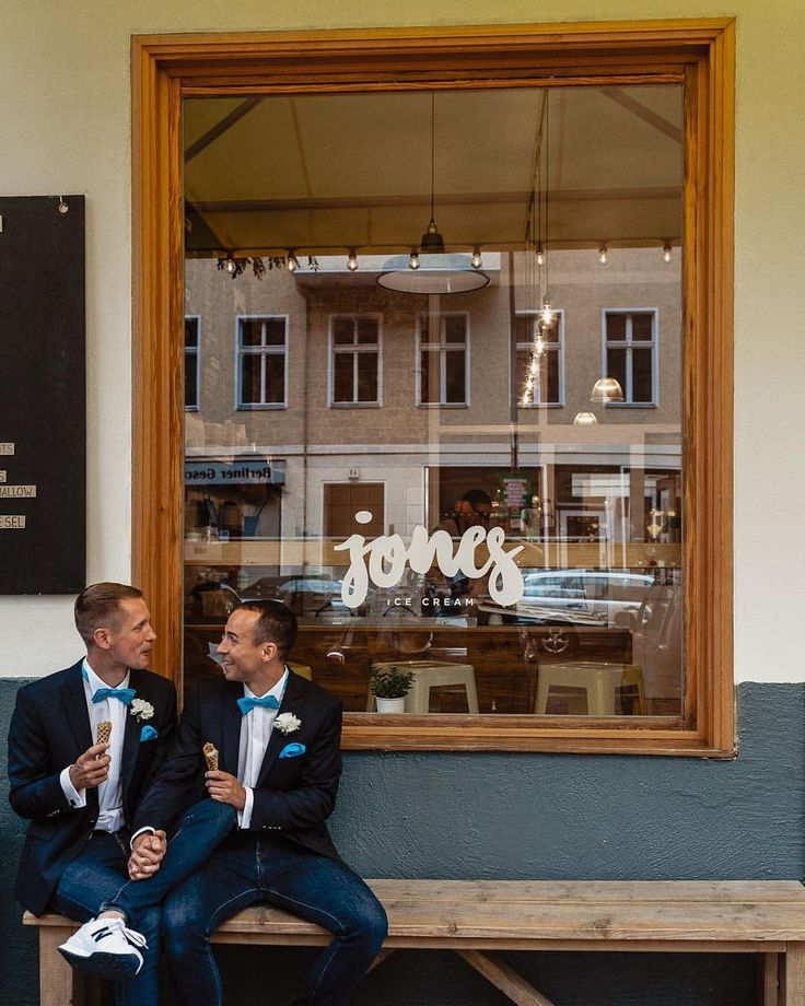 """64 curtidas, 4 comentários - Hochzeitsfotograf Berlin (@vasilbituni) no Instagram: """"Ice cream is always a good idea, especially before your ceremony! :)⠀ .⠀ Vendors:⠀ ⠀ @sarahlinow⠀…"""""""