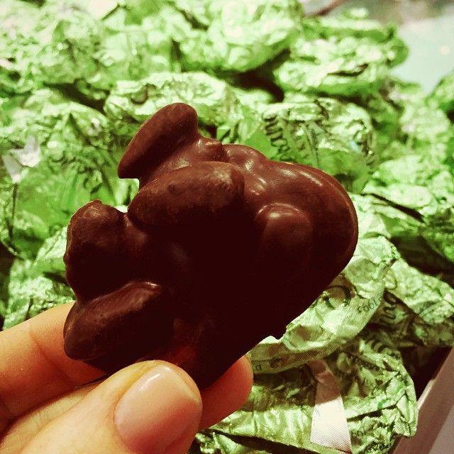Εvery one knows the benefits of dark chocolate so naturally this is our no.1 pick for being healthy but still treating yourself to a little bite of heaven. 70% Dark Chocolate + Whole Almonds = Yes Please!!! #chocolate #chocoholic #healthy #foodie #seranobakery #Toronto #bakery