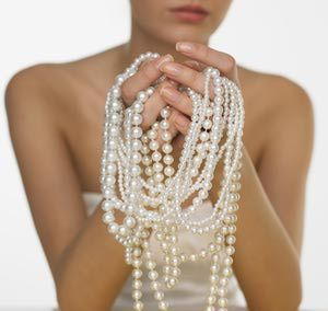 8 Amazing 30th Wedding Anniversary Party Ideas: A Pearl-Themed 30th Anniversary Party