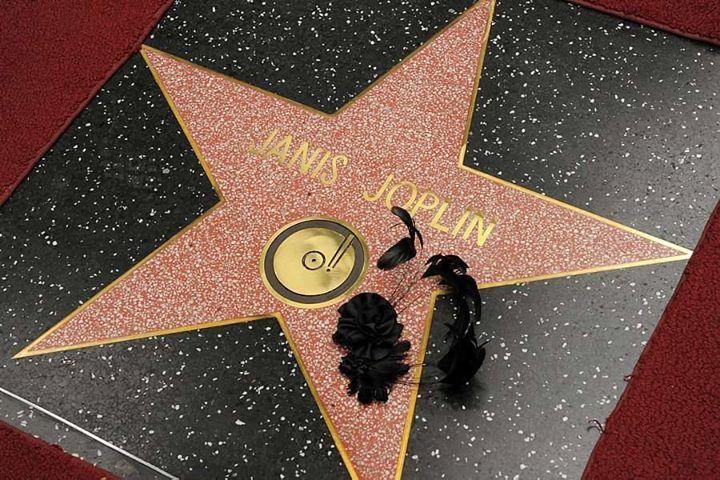 Janis Joplin finalmente ganhou sua estrela na Calçada da Fama de Los Angeles http://oesta.do/HxIAps Foto: AP