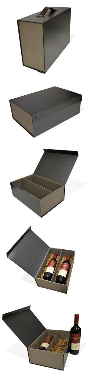 Cofre de diseño para dos botellas con asa de piel y separador interior.  Más información en MundoCaja: http://mundocaja.es/cajas-para-vino/71-pack-de-12-cofres-de-diseno-para-2-botellas.html